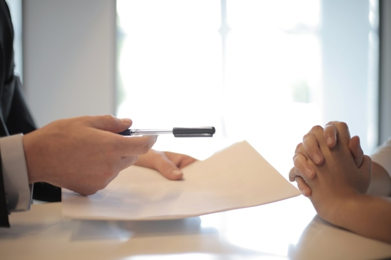 employer-holding-contract-before-employee