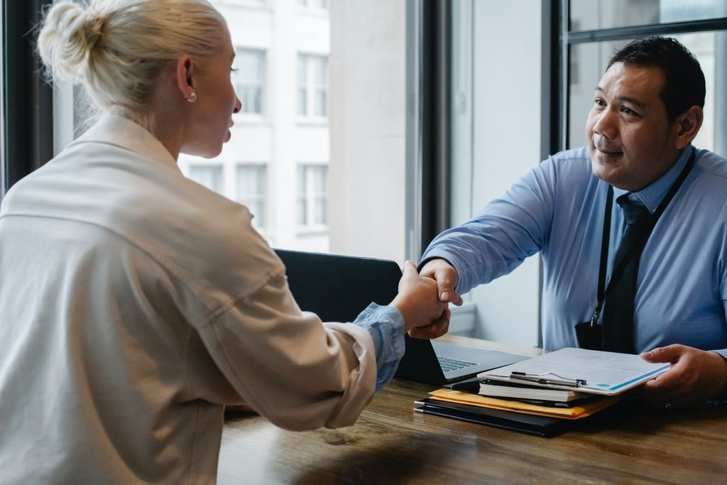 insurer-and-client-shaking-hands