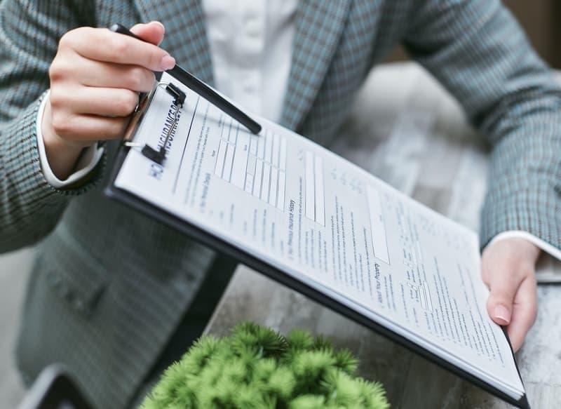 insurer-holding-clipboard-explaining-contract