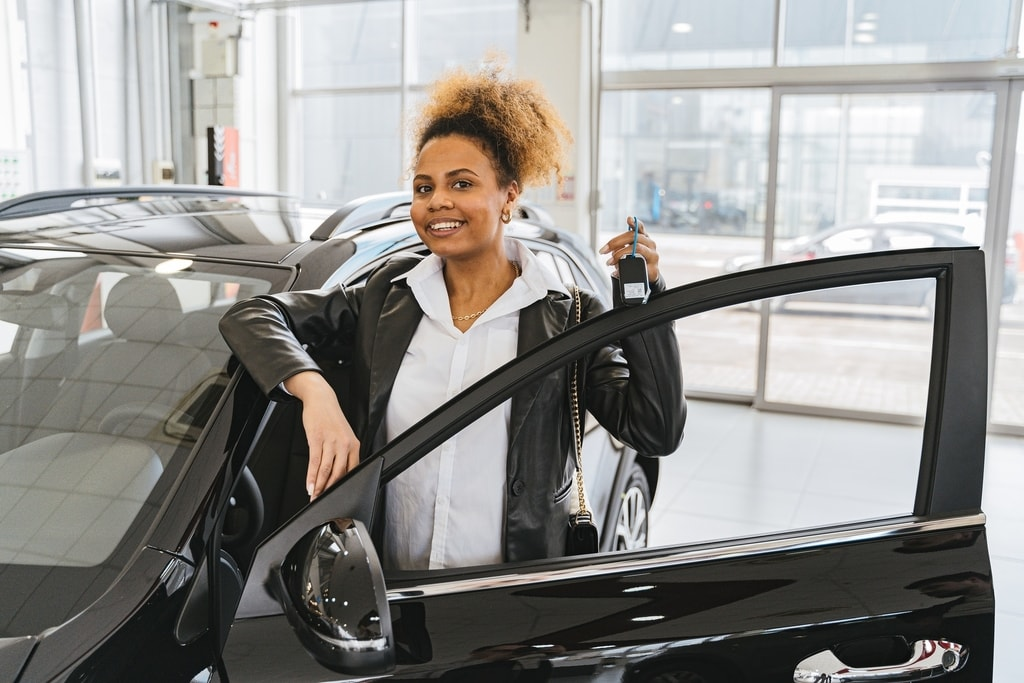 woman-with-new-car-holding-car-keys